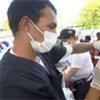 Un médecin procède à une vaccinaton  dans le camp Delmas 33 à Port-au-Prince.