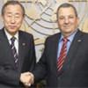 Le Secrétaire général de l'ONU, Ban Ki-moon (à gauche), et le Vice-Premier ministre israélien Ehud Barak.