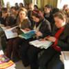 Des réfugiés iraquiens à Damas suivent un cours de langue.