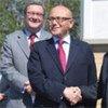 Les dirigeants chypriotes grec Demetris Christofias (à droite) et chypriote turc Mehmet Ali Talat, avec le Conseiller spécial Alexander Downer.