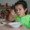 Дети в садике на севере Туркменистана получают витаминизированное питание. Фото ЮНИСЕФ/Джакомо Пироцци