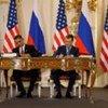 Le Président américain Barack Obama et son homologue russe Dmitri Medvedev signent le nouveau traité START en avril 2010.
