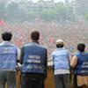 Des observateurs de l'ONU surveillent les manifestants du Parti maoïste qui ont lancé une grève générale au Népal.