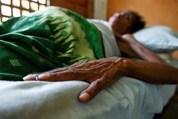 Une personne porteuse du VIH/Sida dans une clinique au Timor Leste. Photo ONU/Martine Perret