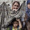 Des Ouzbeks ayant fui les violences à Och, au Kirghizistan.