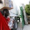 De l'aide humanitaire est distribuée en Haïti.