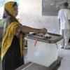 Une électrice vote lors du référendum à Zanzibar le 31 juillet 2010.