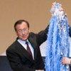 Secretary-General Ban Ki-moon presents Mayor of Hiroshima with 1,000 cranes made by UN staff