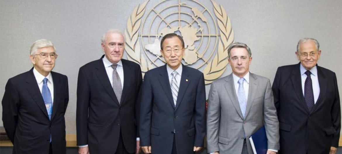 Secretary-General Ban Ki-moon (centre) meeting with the Panel of Inquiry on the Flotilla Incident on 10 August 2010.