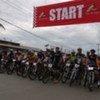 Les cyclistes au départ du Tour du Timor.