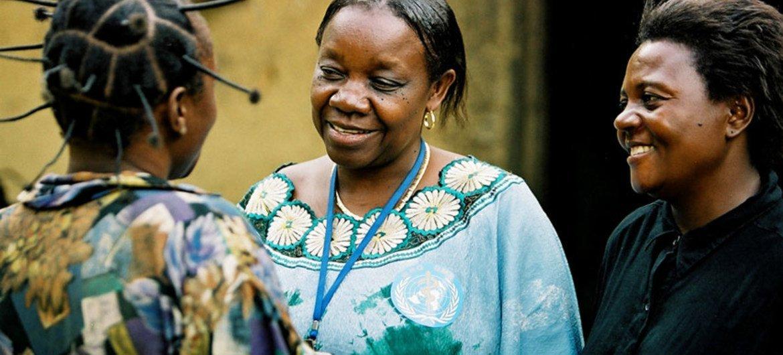 在刚果民主共和国,一名精神卫生工作者正在提供咨询。