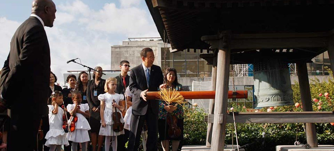 Secretary-General Ban Ki-moon rings the Peace Bell in observance of International Day of Peace