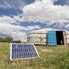 蒙古国的一个牧民家庭利用太阳能为他们的帐篷提供能源。