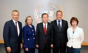 Secretary-General Ban Ki-moon (centre) with principal members of the Quartet. (L to R): Tony Blair (Special Envoy of the Quartet), Hillary Rodham Clinton (USA), Sergey Lavrov (Russian Federation) and Catherine Ashton (EU)