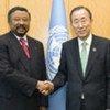 Le Secrétaire général Ban Ki-moon (à droite) avec le Président de la Commission de l'Union africaine, Jean Ping.
