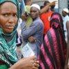 Des Guinéens attendant de voter lors du 1er tour de l'élection présidentielle le 27 juin 2010.