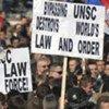 Des Serbes manifestent contre la déclaration d'indépendance par le Kosovo en février 2008.