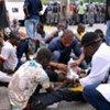 Des partisans du Président élu Alassane Ouattara blessés lors de manifestations sont traités au quartier général de l'ONUCI en Côte d'Ivoire.