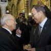 Le Secrétaire général Ban Ki-moon (à droite) avec le Premier ministre de Tunisie, Beji Caid-Essebsi.