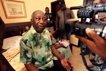 L'ancien Président ivoirien Laurent Gbagbo lors de son arrestation à Abidjan le 11 avril 2011.