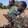 Niños soldados en un campo militar en Nyal, Sudán, en abril de 2005. Foto de archivo: © Gabriel Galwak/IRIN