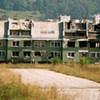 Des bâtiments de Sarajevo endommagés par des bombardements en 1992.