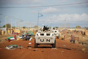 Des casques bleus de l'ONU patrouilles dans les rues d'Abyei.