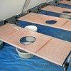 Des lits pour les malades du choléra.