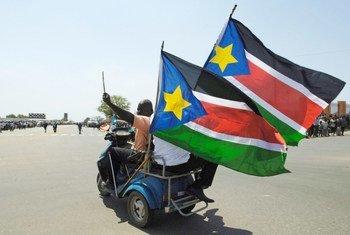 Le drapeau du Soudan du Sud qui est devenu officiellement indépendant le 9 juillet 2011.