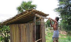 Construction de sanitaires au Cambodge.