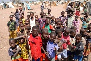 Des enfants dans un camp de déplacés à Kabo, dans le nord de la République centrafricaine.