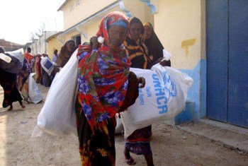These displaced Somali women head back to their families carrying aid distributed in Mogadishu.