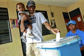 A smiling Timorese casts his vote at the Second National Village Council elections supervised by UNMITon 9 October 2009
