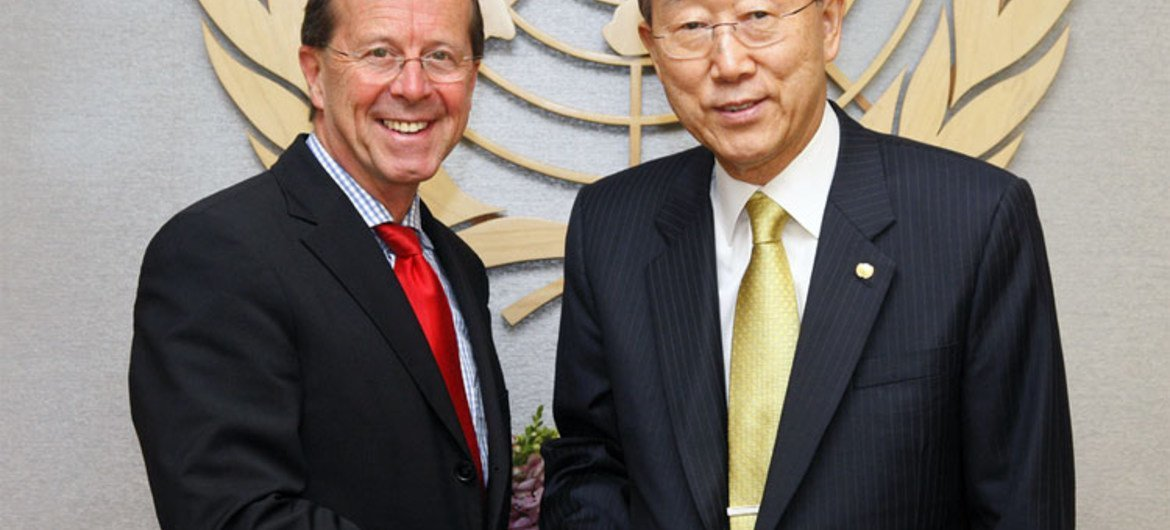 Secretary-General Ban Ki-moon (right) with Martin Kobler, former Deputy Special Representative for Afghanistan (May 2010)