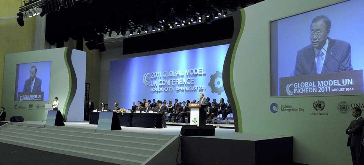 Secretary-General Ban Ki-moon (at podium and on screens) addresses the 2011 Global Model UN Conference