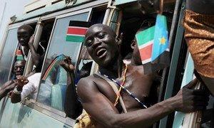 Des Soudanais du Sud célèbrent la naissance de leur pays en juillet 2011.