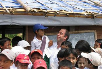 Special Rapporteur Tomás Ojea Quintana with children on a visit to Myanmar in 2008.