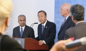 Secretary-General Ban Ki-moon (centre) briefs the press on the situation in Libya. He is flanked by his Special Envoy Abdul Ilah al-Khatib (left) and Special Adviser Ian Martin