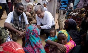 UNHCR chief António Guterres and Sweden's Minister for International Development Cooperation Gunilla Carlsson talk to displaced Somalis in Dollow, south-western Somalia