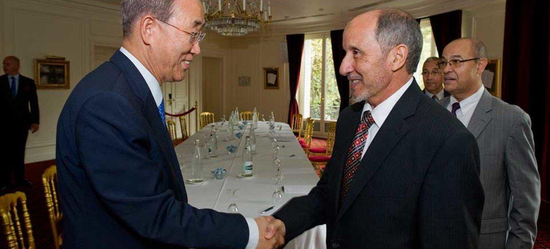 Secretary-General Ban Ki-moon (left) meets with Mustafa Abdel Jalil, Chairman of Libya's National Transitional Council (NTC)
