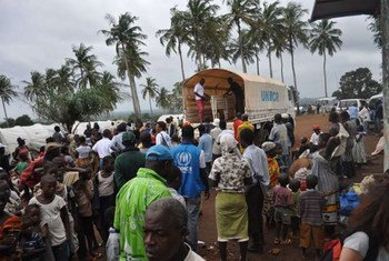 Ivorian refugees moving from the Liberian border area to Little Wlebo refugee camp in Maryland county, Liberia. (July 2011)