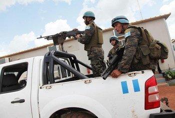 Des casques bleus de l'ONU en patrouille en RDC.