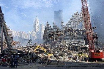 Разрушенные здания Всемирного торгового центра в Нью-Йорке