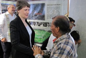 UNDP chief Helen Clark (left) speaks with a beneficiary of the agency's programme on sustainable cities in Chiapas, Mexico