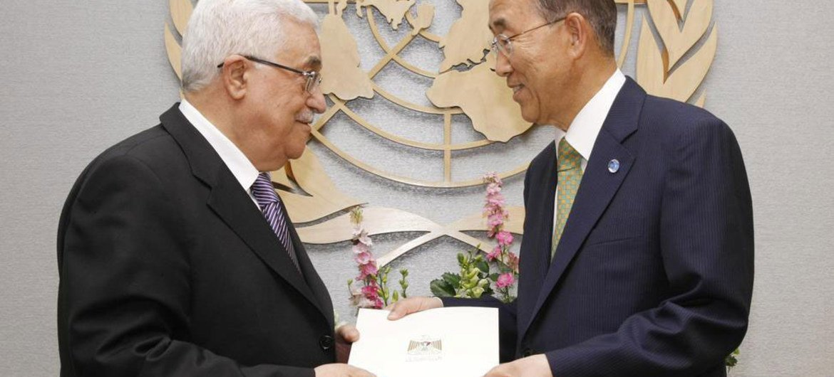 Palestinian Authority President Mahmoud Abbas (left) submits application to Secretary-General Ban Ki-moon for Palestine to become a UN Member State
