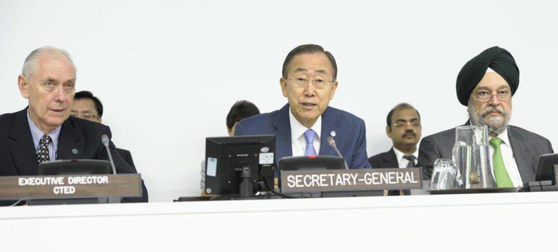 Secretary-General Ban Ki-moon (centre) addresses the Counter-Terrorism Committee.
