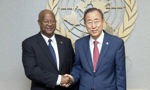 Secretary-General Ban Ki-moon (right) meets with Carlos Gomes Júnior, Prime Minister of Guinea-Bissau on 29 September 2011.