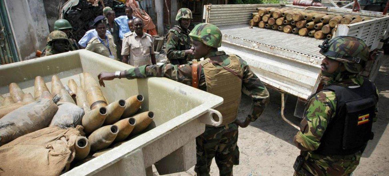 Des troupes de l'Union africaine en Somalie vident une cachette de munitions des Al Shabaab à Mogadiscio.