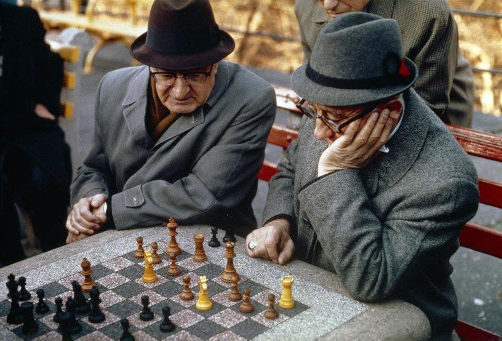 Photo : ONU/ Des personnes âgées jouant aux échecs.