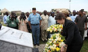 UNDP chief Helen Clark lays a wreath at the damaged UN headquarters in Abuja, Nigeria